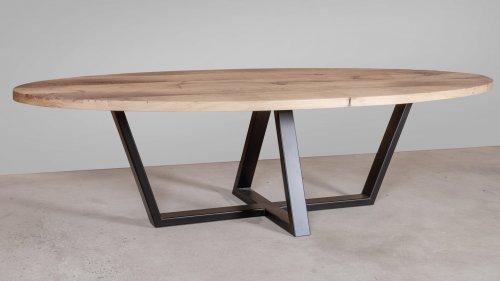 Ovale eikenhouten tafel X06